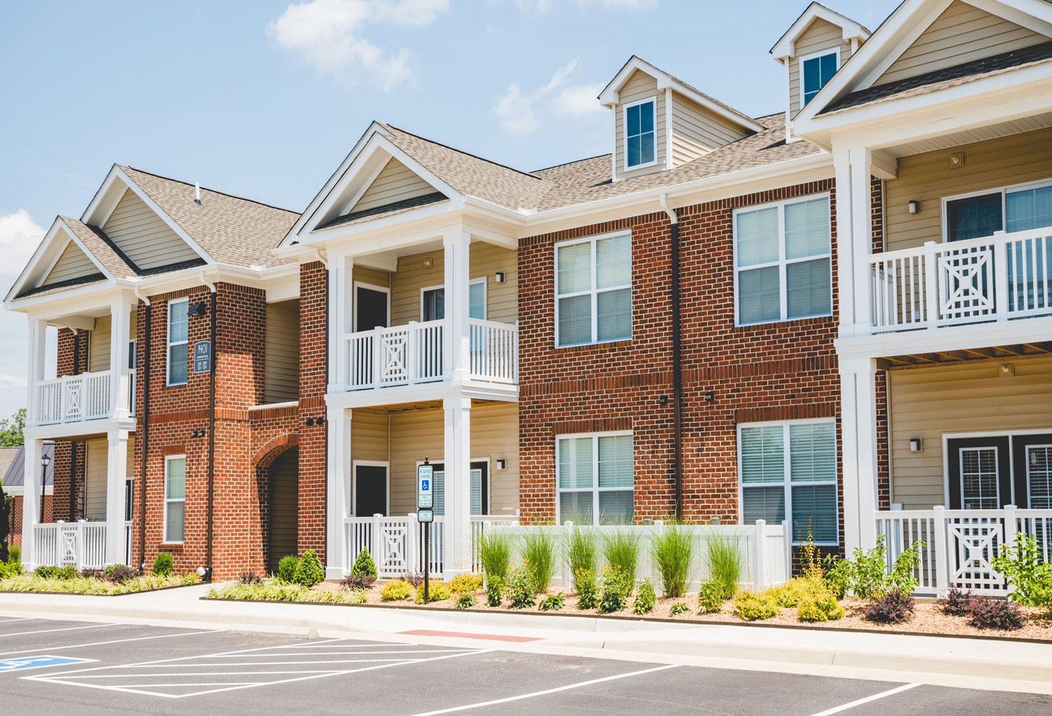 Clairmont at Chesterfield Apartments